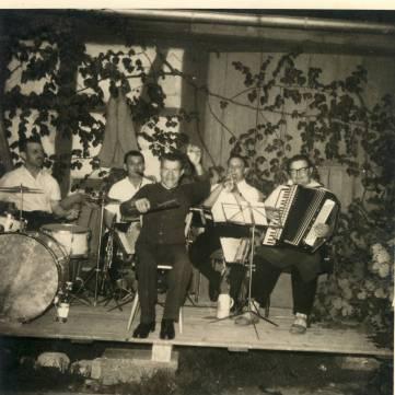 Kirchweih 1963 bei Weinberger Schopflocher Musikanten Dirigent Ehrmann Schorsch