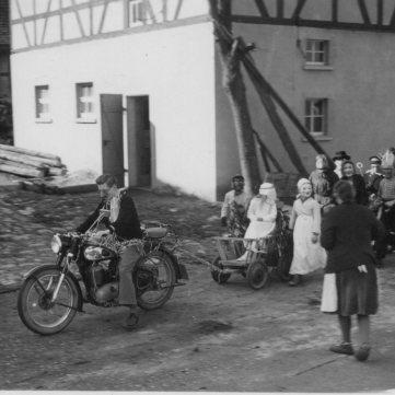 Fasching mit Lehrer Weller um 1954 (1)